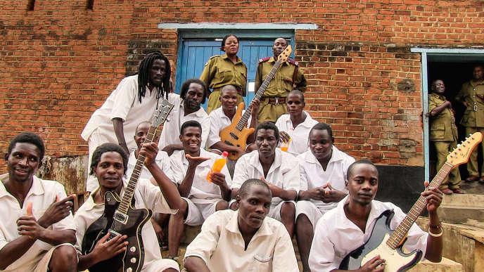 Le Zomba Prison Project, compte 60 prisonniers et gardiens. L'album a été enregistré grâce à un producteur américain qui s'est déplacé avec son matériel.