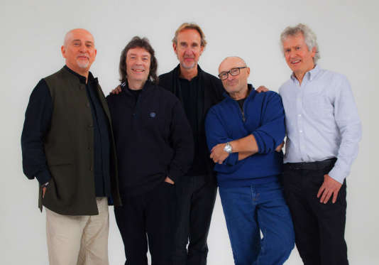 Le groupe Genesis au complet : Peter Gabriel, Steve Hackett, Mike Rutherford, Phil Collins et Tony Banks .