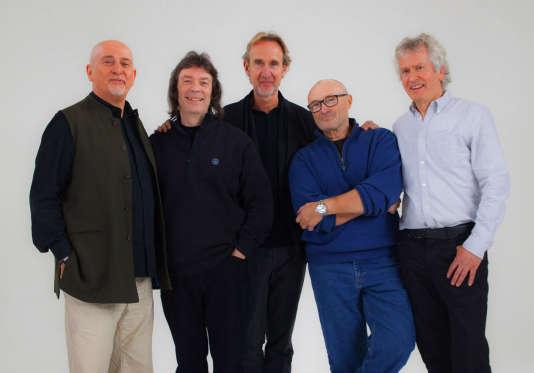 Le groupe Genesis au complet : Peter Gabriel, Steve Hackett, Mike Rutherford, Phil Collins et Tony Banks .
