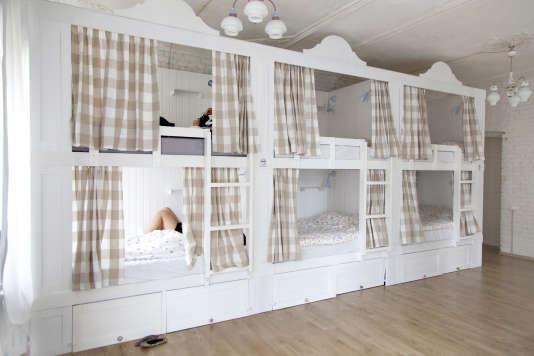 Un des dortoirs mixtes du Soul Kitchen, à Saint-Petersbourg.