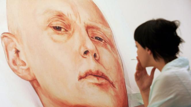 Une peinture d'Alexandre Litvinenko dans son lit d'hôpital, dans une galerie moscovite, en 2007. L'œuvre a été réalisée par les artistes Dmitry Vrubel et Viktoria Timofeyeva.