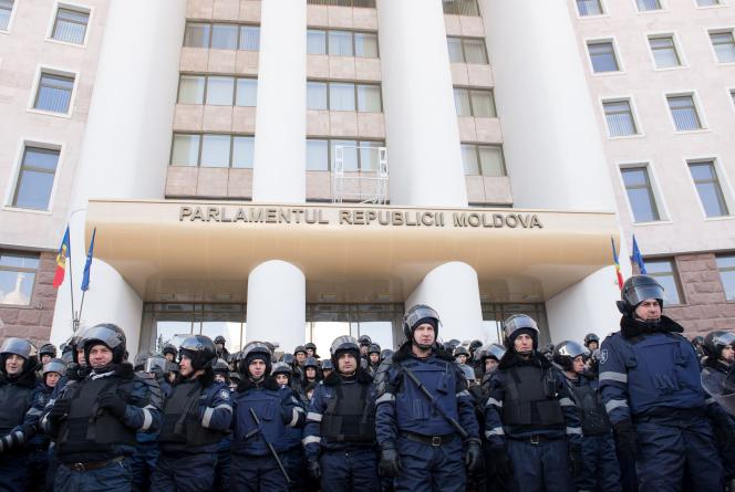 Les manifestants ont brièvement affronté la police. Les heurts ont fait 31 blessés, parmi lesquels 27 policiers dont 11 ont été hospitalisés, a rapporté jeudi21janvier le nouveau ministre de l'intérieur, Alexandru Jizdan.