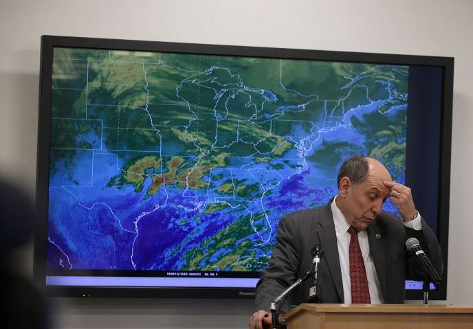 Le directeur du National Weather Service, Louis Uccellini, annonce l'arrivée de la tempête Jonas sur l'est des Etats-Unis.