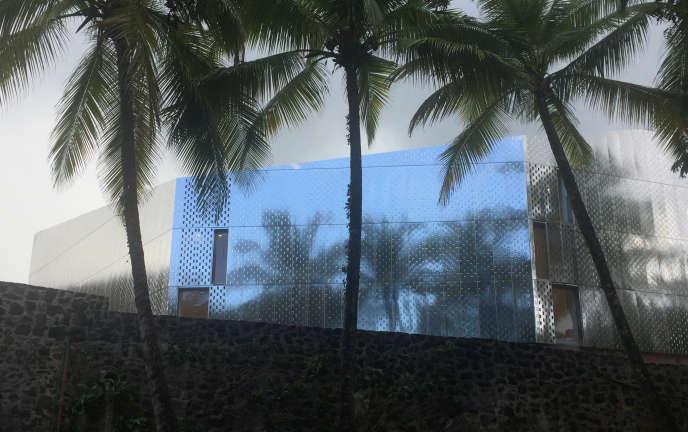 La façade du nouveau bâtiment de la Fondation Clément, dessiné parl'agence  Reichen et Robert &Associés, auFrançois (Martinique).