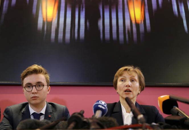 Le fils et la veuve d'Alexandre Litvinenko, Marina Litvinenko, le 21 janvier 2016 à Londres.