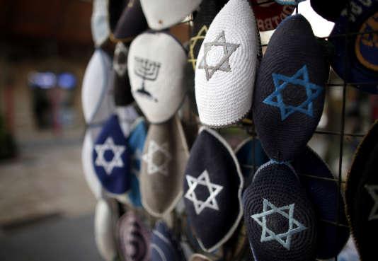 Une boutique de kippa à Jérusalem, en janvier.