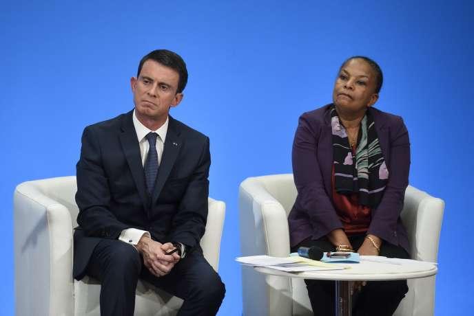 Le premier ministre Manuel Valls et la ministre de la justice Christiane Taubira, le 23 décembre 2015 à Paris.