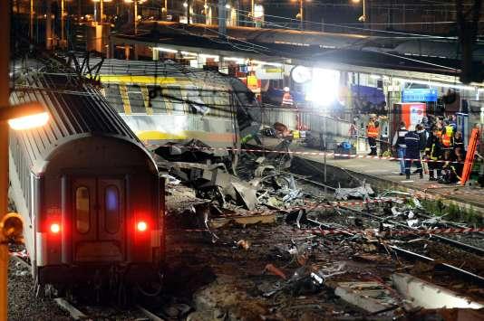 Gare de Brétigny, au soir de l'accident ferroviaire survenu le 12 juillet 2013.