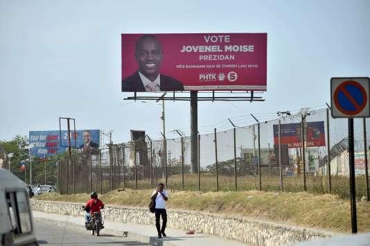 Un panneau vantant les mérites du candidat du pouvoir Jovenel Moïse, le 21 janvier à Port-au-Prince.