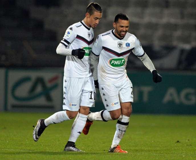 Les joueurs de l'équipe d'Angers Billy Ketkeophomphone et Gael Angoulale 19 janvier 2016 au stade Jean Bouin d'Angers.