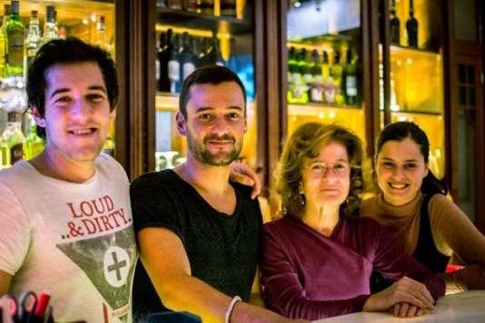 L'équipe familiale du Home Lisbon Hostel.