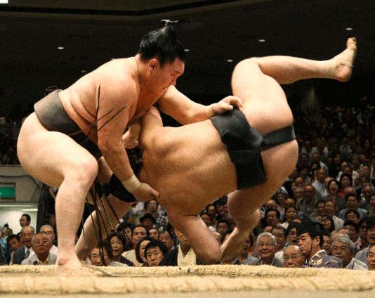 Un combat de sumos à Tokyo en septembre 2015.
