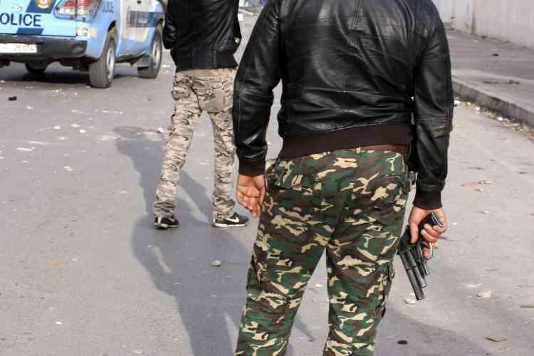 Des membres des forces de l'ordre à Ennour, près de Kasserine.