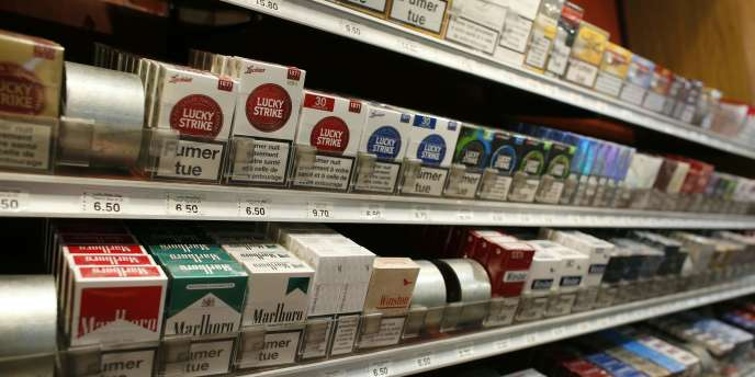 La Cour de justice de l'Union européenne a rejeté mercredi4mai le recours de plusieurs industriels du tabac contre la nouvelle loi européenne généralisant le paquet de cigarettes neutre et interdisant la publicité pour les cigarettes électroniques.