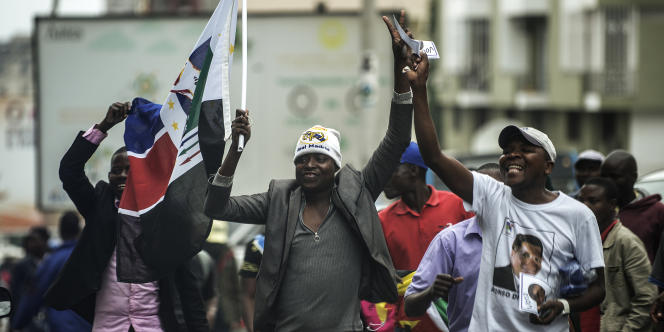 Supporteurs de la Renamo lors de l'élection présidentielle en octobre 2014 à Maputo.