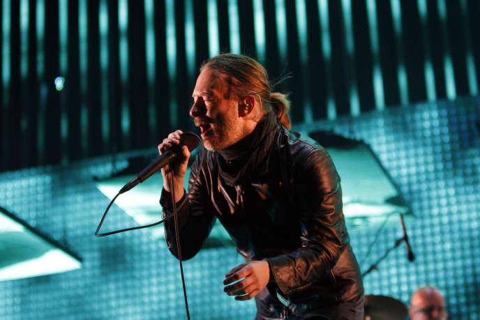 Le chanteur de Radiohead, Thom Yorke, lors de leur concert donné au festival Coachella, en Californie, le 14 avril 2012.