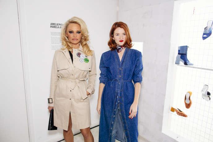 Pamela Anderson et la créatrice française de chaussures Amélie Pichard.