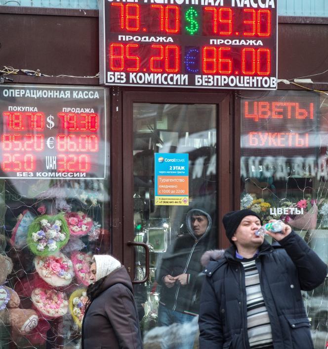 Le 18 janvier dans les rues de Moscou. Ils seraient 20 000 Russes à avoir contracté des emprunts en devises.