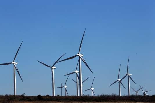 Vue d'un parc éolien du Colorado aux Etats-Unis en janvier 2016.