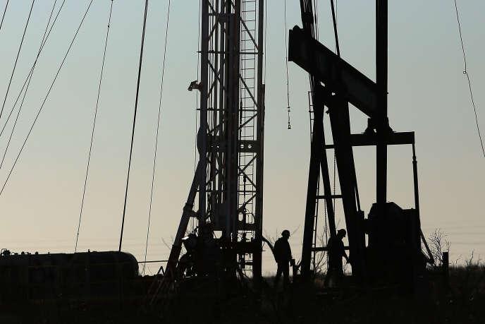 Un site de forage pétrolier dans le Bassin permien (ouest du Texas), en janvier 2016.