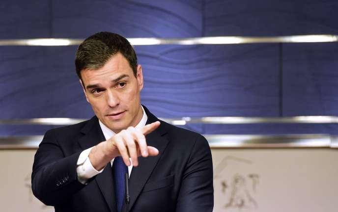 Le secrétaire général du parti socialiste espagnol (PSOE) Pedro Sanchez à une conférence de presse au parlement le 22 janvier 2016.