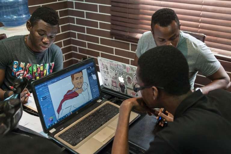 Les illustrateurs de Comic Republic, une start-up nigériane basée à Lagos, en janvier 2016.