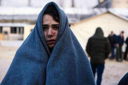 Un migrant attend d'être enregistré dans un camp de réfugiés, à Presevo, en Serbie, le 22 janvier.