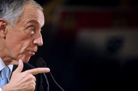 Crédité jusqu'à 55% des voix dans les derniers sondages, le très populaire candidat de la droite Marcelo Rebelo de Sousa (ici, le 22 janvier), 67ans, dispose d'une large avance sur son principal adversaire, l'indépendant de gauche Antonio Sampaio da Novoa.