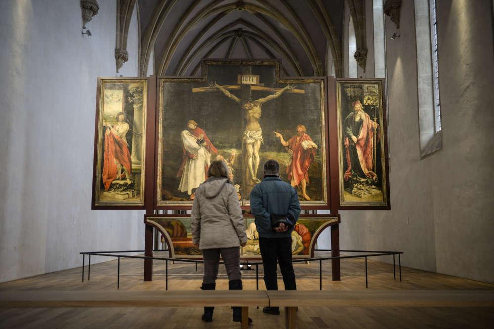 Le Retable d'Issenheim, peint par l'Allemand Matthias Grünewald. Il s'agit de onze panneaux taillés dans le tilleul, que l'on ouvre ou ferme comme une fenêtre, en fonction des fêtes catholiques.