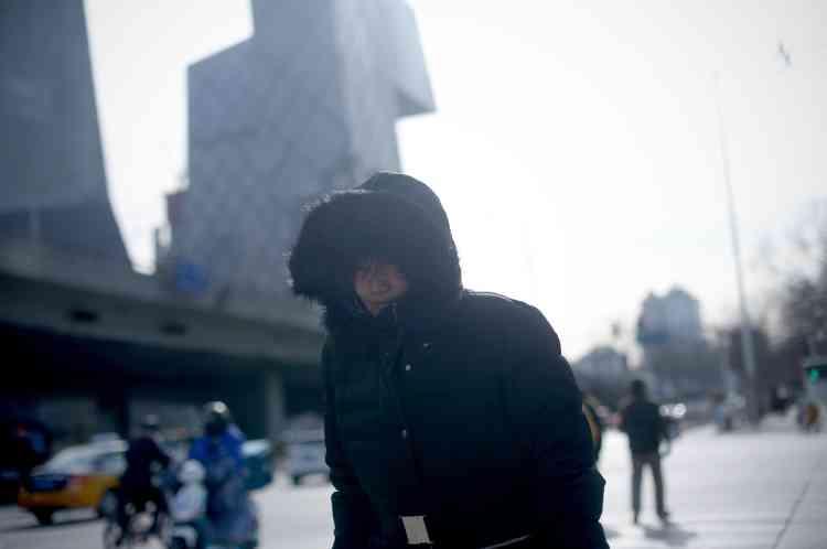 A Pékin, dans le nord du pays, baigné par un franc soleil, les conditions de décollage et d'atterrissage étaient normales, mais de nombreux vols vers des destinations plus au sud ont été annulées en raison de la neige.