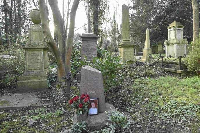 La tombe d'Alexandre Litvinenko au cimetière d'Highgate, à Londres, le 21 janvier 2016.