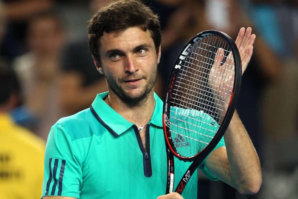 Gilles Simon s'est facilement qualifié pour les huitièmes de finale de l'Open d'Australie. Le Français a battu l'Argentin Federico Delbonis en trois sets, 6-3, 6-2, 6-1. Gilles Simon, tête de série n°14, pourrait affronter Novak Djokovic au prochain tour.