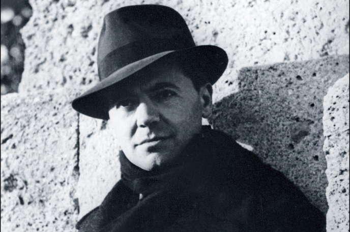 Jean Moulin en octobre 1940, pris en photo par son ami Marcel Bernard.