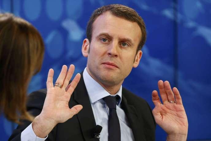Emmanuel Macron, le ministre de l'économie, au Forum économique mondial, à Davos (Suisse), le 22 janvier.