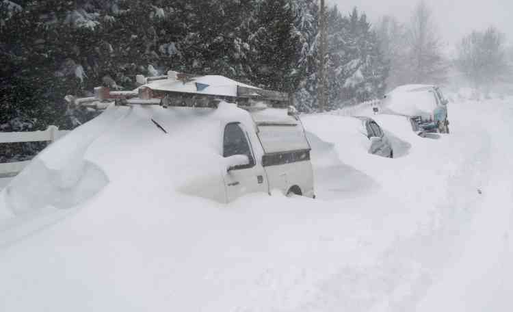"""Le directeur du National Weather Service, Louis Uccellini, a évoqué une """"tempête potentiellement paralysante"""" ayant """"le potentiel de devenir extrêmement dangereuse"""". Elle devrait se poursuivre tout le week-end."""