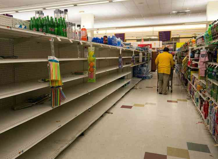 Personne n'a été pris par surprise. Cela fait plusieurs jours que les sites météo prédisent l'arrivée de cette tempête record, que tous les médias couvrent abondamment. Les magasins ont été dévalisés, comme ici à Washington.
