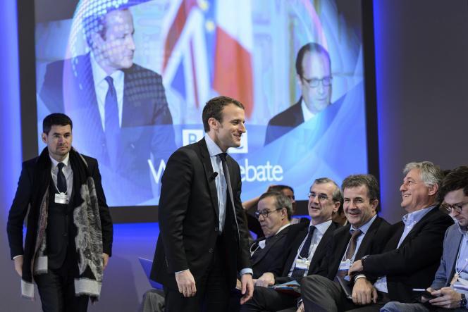 «Si vous pouvez négocier des accords majoritaires au niveau de l'entreprise pour n'avoir presque aucune surcompensation, cela veut dire que vous pouvez créer plus de flexibilité», a déclaré Emmanuel Macron, à Davos, le 22 janvier.