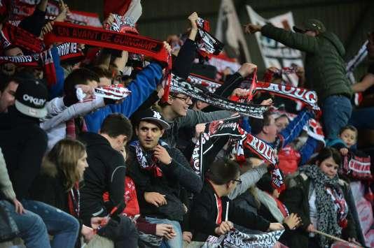 Des supporteurs de Guingamp lors d'une rencontre face à Bastia au stade du Roudourou, le 23 janvier 2016.