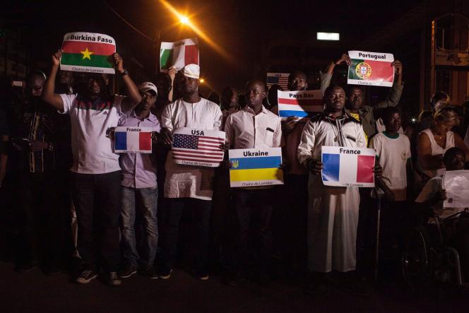 Le 25 janvier, à Ouagadougou, lors de la cérémonie d'hommage aux victimes de l'attaque djihadiste du 15 janvier 2016 qui a fait 30 morts.