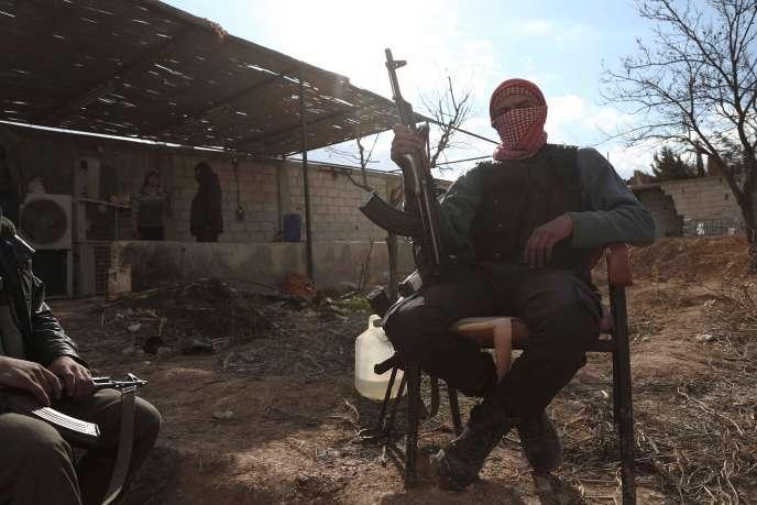 Des combattants du groupe rebelle syrienJaysh al-Islam, en 2016 près de Damas.