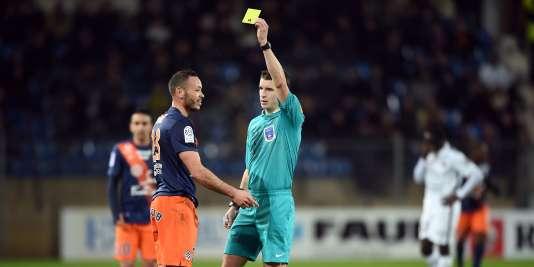 La LFP et la FFF se donnent trois saisons pour professionnaliser 21 arbitres français.