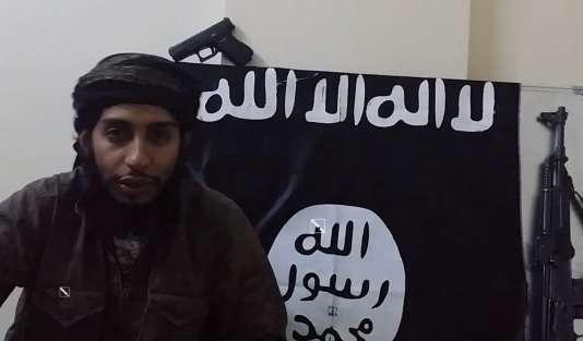 Abdelhamid Abaaoud, dans une vidéo de propagande de l'organisation Etat islamique diffusée le 24janvier.