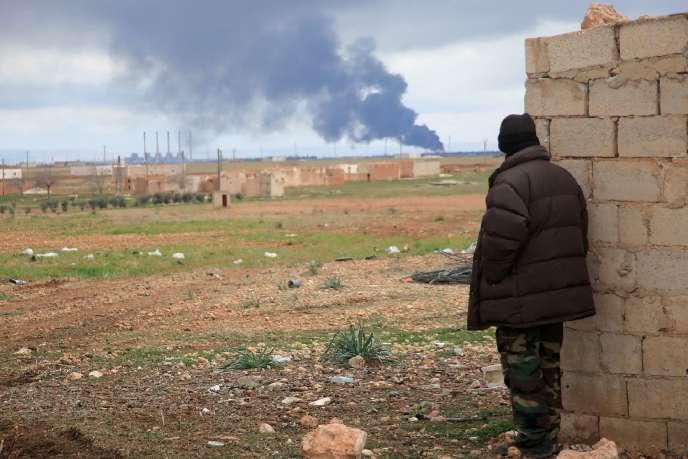 Un membre des forces loyalistes syrienne près d'Alep, le 24 janvier 2016.