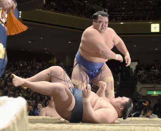 Kotoshogiku a battu Goeido dimanche24janvier.