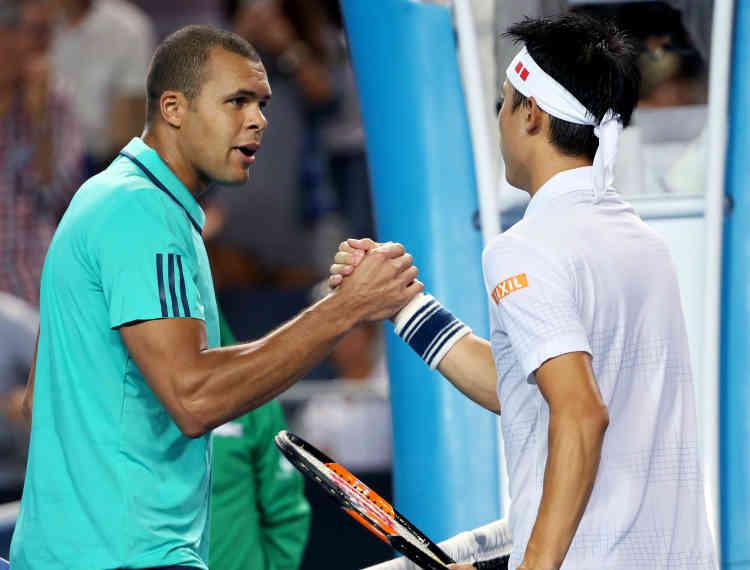 Le Japonais Kei Nishikori (à droite), tête de série n°7, s'est qualifié en battant le Français Jo-Wilfried Tsonga en trois sets : 6-4, 6-2, 6-4. Il affrontera Novak Djokovic enquarts de finale.