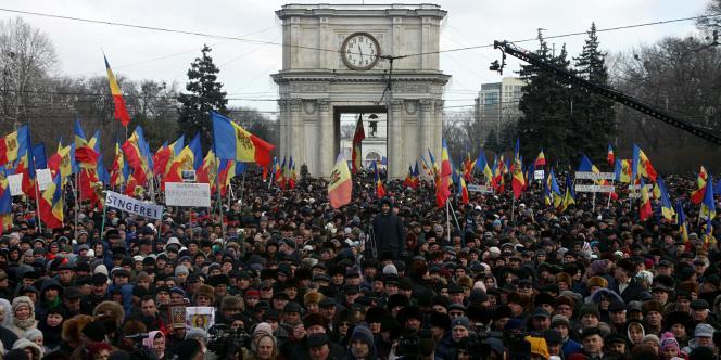 Les manifestants devant le parlement de Chisinau, le 24 janvier.