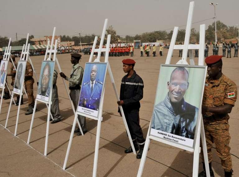 Cérémonie d'hommage national aux victimes des attentats au square de la Nation de Ouagadougou, le 25 janvier 2016.