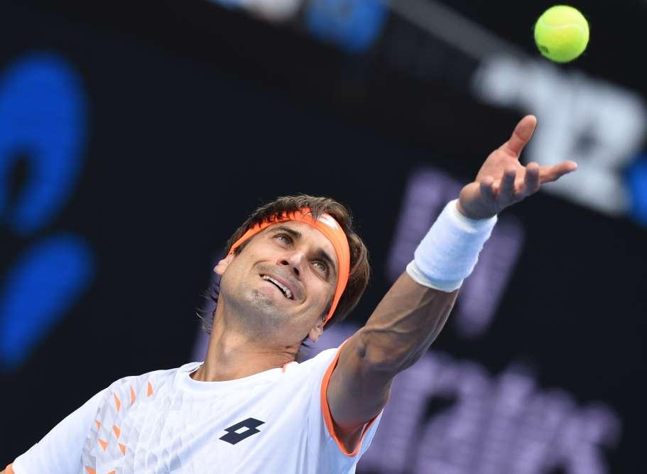 L'Espagnol David Ferrer, 8e mondial, s'est qualifié pour les quarts de finale de l'Open d'Australie en battant l'Américain John Isner (11e) en trois sets 6-4, 6-4, 7-5.