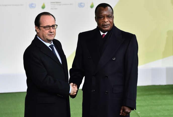 Le président français, François Hollande, et son homologue congolais, Denis Sassou-Nguesso, à Paris, le 30 novembre 2015.
