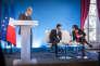 Robert Badinter, Manuel Valls et Myriam El Khomri lors de la remise du rapport qui définit 61 « principes essentiels du droit du travail » à l'Hotel Matignon à Paris, lundi 25 janvier.